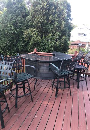 Free metal outdoor bar w/ 5 chairs. for Sale in New Britain, CT