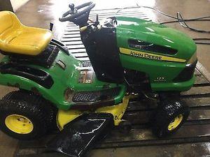 john deere lawn mower for Sale in St. Louis, MO