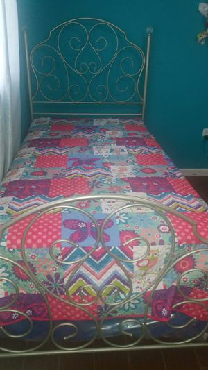 Two twin beds with mattress for Sale in Frostproof, FL