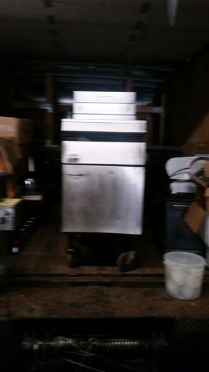 Petco Appliances Commercial restaurant equipment propane deep fryer hot dog machine food warmer {contact info removed} for Sale in Baltimore, MD