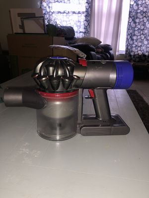 Dyson V8 absolute for Sale in Avon Park, FL