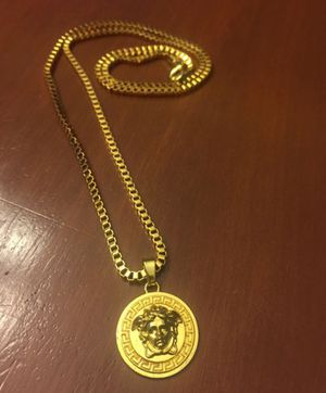 Unisex Small Pendant Versace Medusa Necklace ! Excellent condition for Sale in Aspen Hill, MD