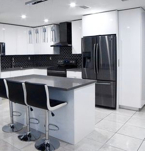 10' Feet. Kitchen Cabinets and Countertop all Included. for Sale in Miami, FL