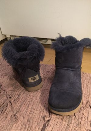 Ugg boots dark blue short with bow in the back size 7 for Sale in Austin, TX