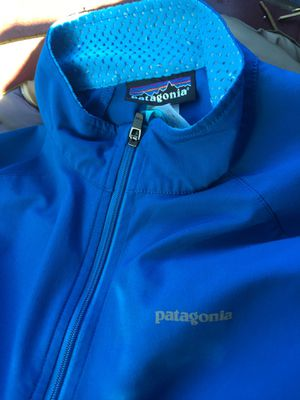 Patagonia mens Airshed Pullover size M for Sale in Fresno, CA