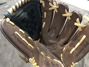 Gloves Rawlings- RBG36BC - Size 12.5Inch for Sale in Fort Lauderdale, FL