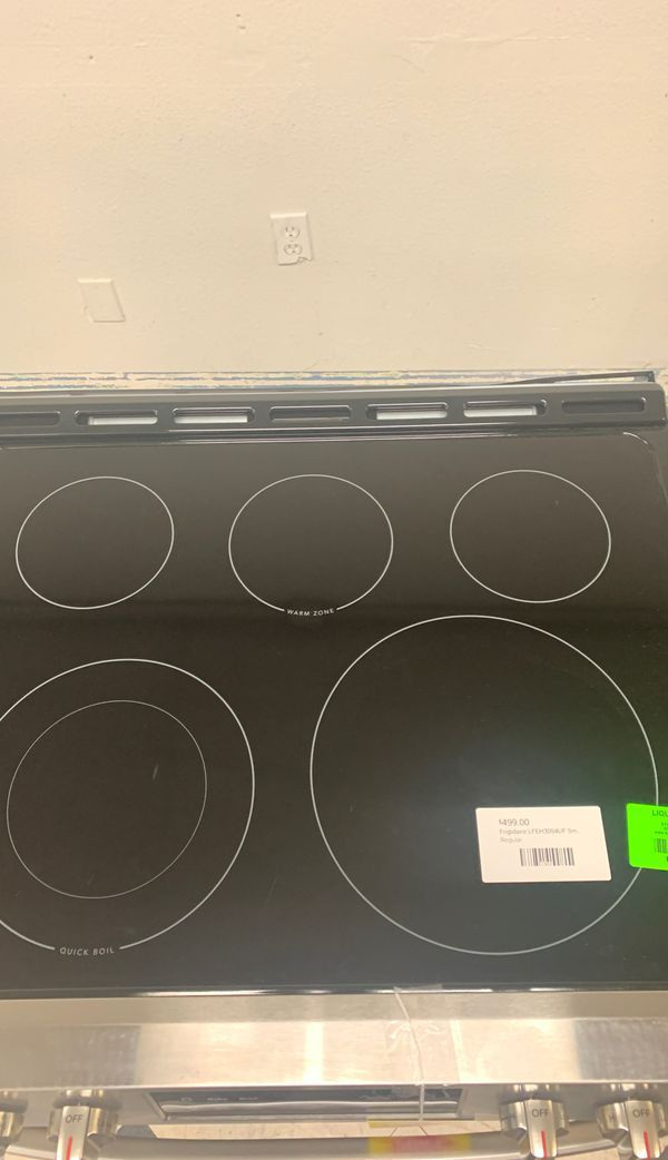 Frigidaire Electric Stove! New with Warranty! R4O81