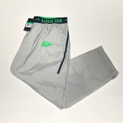 Nike Sport Clash Woven Pants for Sale in Orlando,  FL