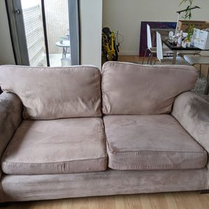 "70"" Couch - Free for Sale in Los Angeles, CA"