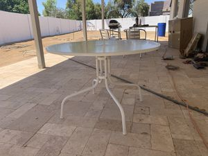 Round white patio table for Sale in Phoenix, AZ