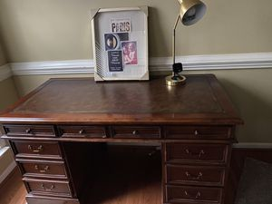 Solid Desk in Excellent Condition for Sale in Brandywine, MD