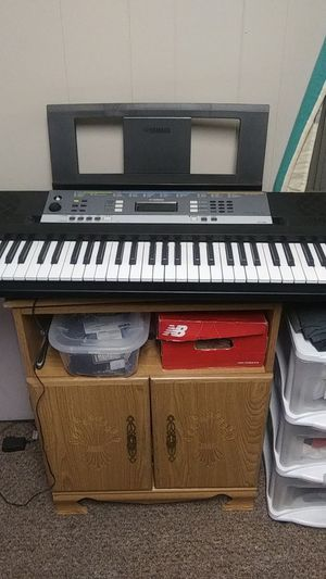 Yamaha digital keyboard YPT-240 for Sale in Florissant, MO