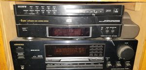 Onkyo Receiver w/Sony 5 disc CD player for Sale in Cleveland, OH