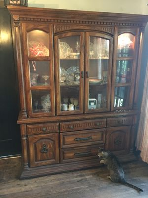 Vintage China Cabinet for Sale in Huntington Park, CA