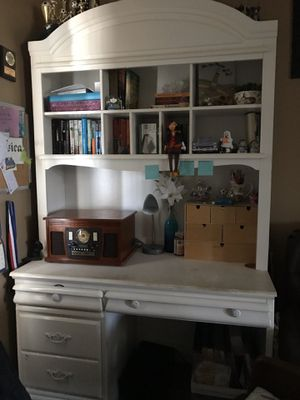 White desk for Sale in Lawndale, CA