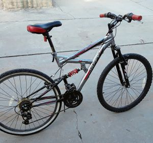 Huffy Rock Creek Mountain Bike 18 speed for Sale in Fresno, CA