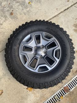 Never Road On Jeep JK Rubicon Wheel and BF Goodrich Tire 32x 17 for Sale in Bethesda,  MD