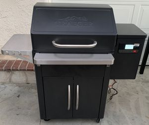 Traeger Silverton 620 Pellet Grill with WiFi Smoker for Sale in Torrance, CA