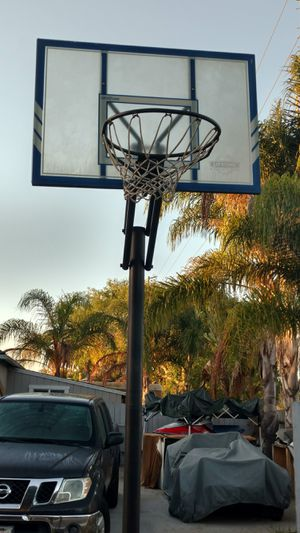 Portable basketball hoop for Sale in Costa Mesa, CA