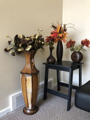 Faux flowers with vases set for Sale in Grosse Pointe, MI
