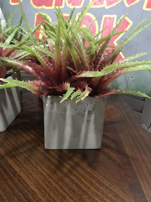 Set of 4 fake plants