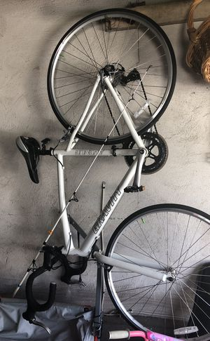 Gravity avenue bicycle and optional 2seater child trailer for Sale in West Haven, CT