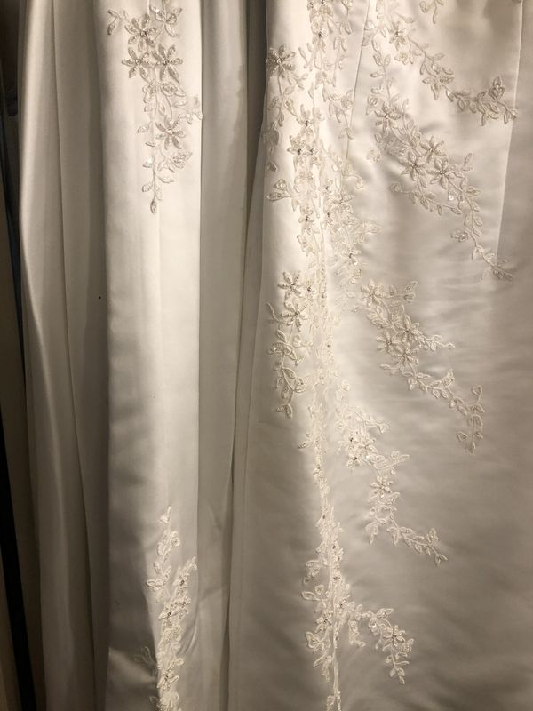 Alfred Angelo Wedding Dress with detachable train size 12-14