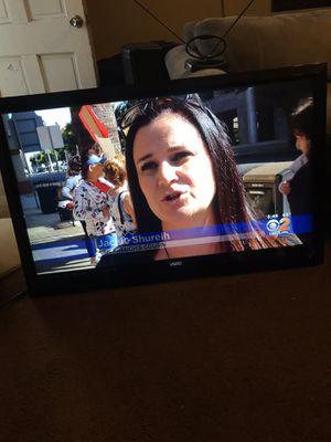 47inch Vizio Smart TV with remote for Sale in Long Beach, CA