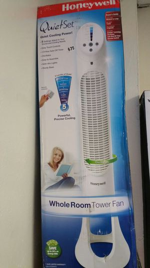 Honeywrll tower fan remote included for Sale in Arlington, TX