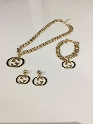 Trendy Designer Necklace With Matching Earring and Bracelet for Sale in Riverdale Park, MD