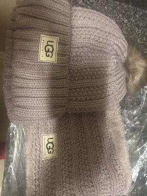 UGG Brand Hat and Scarf Set for Sale, used for sale  Mableton, GA
