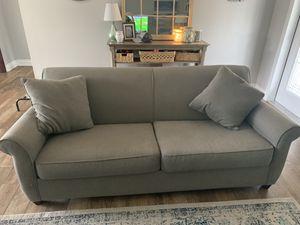 """Grey Boston Interiors 2 cushion sofa 80"""" for Sale in Pompano Beach, FL"""
