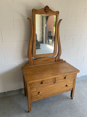 Small Vintage Dresser for Sale in New Stanton, PA