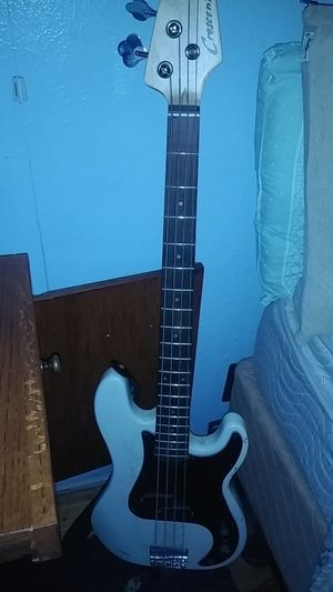 Crescent white electric bass guitar for Sale in Denver, CO