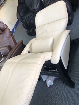 Zero Gravity Recliner- with Heat and Massage. for Sale in Alexandria, VA
