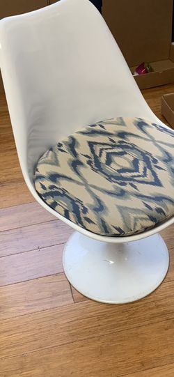 Interior icons white tulip chairs With Kelly Wearstler Seat (6), $40 Each for Sale in Los Angeles,  CA