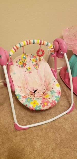 Baby swing, Bright Starts brand, 6 speeds, works with battery. for Sale in Keller, TX