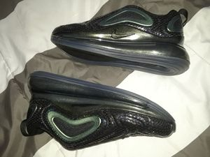 NIKE AIR MÁX 270 BLACK LÁSER FURCHSI WOMAN SHOES NEW for Sale in Orange, CA