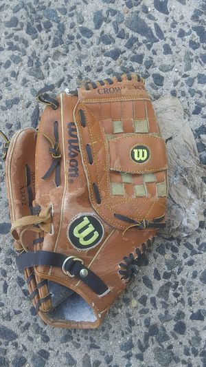 "Wilson baseball leather right handed 13"" glove (Meaning goes on your right hand) A2492 Crow web for Sale in Woodbury, NJ"