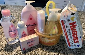 Johnson's Baby Set + Huggies Wipes for Sale in Concord, NC