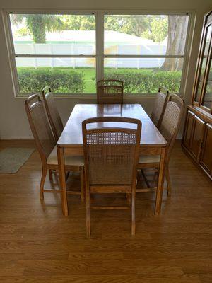 Dining room table for Sale in Saint Petersburg, FL