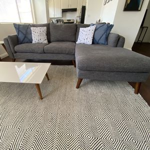 Right Hand Facing Sectional for Sale in Culver City, CA