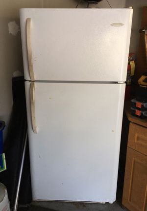 White fridge with freezer on top for Sale in Fort Myers, FL
