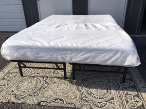 New KING size platform bed frame and memory foam mattress for Sale in Columbus, OH