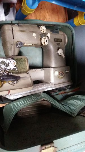 PFAFF 1950 antique sewing machine for Sale in Tomahawk, WI