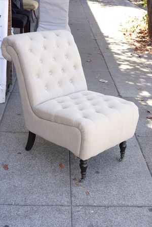 """#100411 Linyi Yutai Timber Co. Grey Tufted Armless Occasional Chair on Wheels 23"""" Wide x 36"""" Deep x 36"""" Tall for Sale in Oakland, CA"""