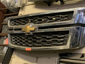 2015-2018 CHEVY TAHOE LS LT GRILLE GRILL OEM for Sale in Lynwood, CA