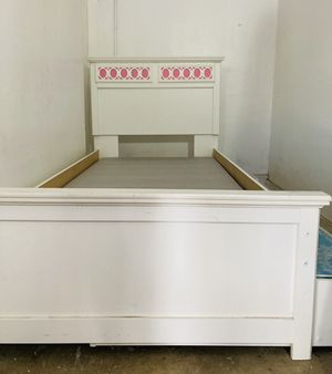 Kids trundle bed for Sale in Los Angeles, CA