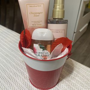 "Mini set "" Champagne toast"" Bath & body works for Sale in El Monte, CA"