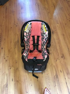 Evenflo Embrace 35/pro rear facing car seat with click connect base for Sale in Bennington, VT